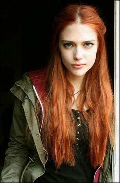 Stunning Redhead, Beautiful Red Hair, Laura Berlin, Redhead Characters, Gina Weasley, Redhead Teen, Red Hair Woman, Ginger Girls, Ginger Hair