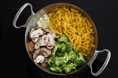 One Pot Nudeln – Champignons, Brokkoli und Spinat / 15 Minuten Rezept One Pot Pasta – mushrooms, broccoli and spinach / 15 minutes recipe 15 Minute Meals, Vegan Main Dishes, One Pot Pasta, Mushroom Recipes, Broccoli, Stuffed Mushrooms, Food And Drink, Rice, Healthy Recipes