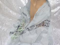 écharpe en mousseline de soie peinte tiare tatoo : Echarpe, foulard, cravate par iletaitunesoie