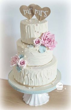 This cake from Hayley's Piped Dreams has both a rustic and vintage vibe to it - we love the smudged buttercream frosting