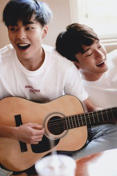 Xiumin e Chen EXO ❤️ Aaaaaaaahhhh neneeeeenssss Exo Chen, Exo Xiumin, Chanbaek, Kaisoo, Exo Ot12, Seokjin, Hoseok, Kim Minseok, Exo Memes