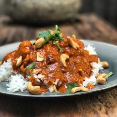 Tikka Masala: Indiase curry zonder pakjes en zakjes - Familie over de kook tikkimasala Indian Food Recipes, Asian Recipes, Healthy Recipes, Tika Massala, Enjoy Your Meal, Food Inspiration, Food Porn, Good Food, Food And Drink