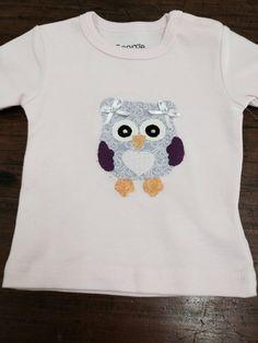 Camiseta baby, com aplicação em Patch apliquê
