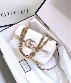 Bags Tas Bag Gucci White Wit Gold Fashion Haute Couture Designer Brand Merk Handtas Handbag Inspiration More on Fashionchick Pink Gucci Purse, Vintage Gucci Purse, Gucci Purses, Gucci Bags, White Gucci Bag, White Handbag, White Bags, Gucci Gucci, Hermes Bags