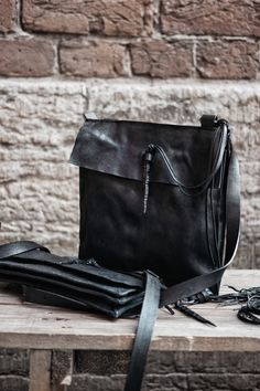 Leather Jewelry, Leather Bag, My Style Bags, Old World, Backpacks, Steel, Accessories, Fashion, Moda