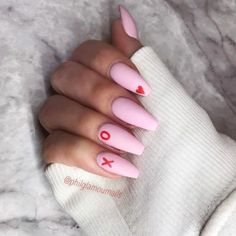 The advantage of the gel is that it allows you to enjoy your French manicure for a long time. There are four different ways to make a French manicure on gel nails. The choice depends on the experience of the nail stylist… Continue Reading → Aycrlic Nails, Coffin Nails, Hair And Nails, Coffin Acrylics, Dark Nails, Long Nails, Valentine's Day Nail Designs, Acrylic Nail Designs, Nails Design