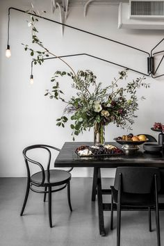 nicole-hollis-san-francisco-studio-self-designed-interior-monochrome_dezeen_2364_col_37