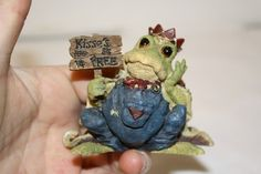 """Boyd's 'Charles Dunkleburger Prince of tales...kiss me quick!' figurine measures approx: 2 3/4"""" x 3 1/4"""" x 2 3/4"""" style #36700 ed/pc# 5E/8133 from 1998 $10"""
