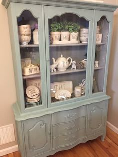 DIY Shabby Kitchen Decor Ideas That Will Add Value To Any Home Do you consider yourself to be an expert in home improvement? Can you tackle some of the biggest and most complex projects in your own home? Shabby Chic Dining, Sims 4 Shabby Chic, Shabby Chic Farmhouse, Shabby Chic Decor, French Farmhouse, Country Farmhouse, Rustic Chic, Farmhouse Decor, China Cabinet Decor