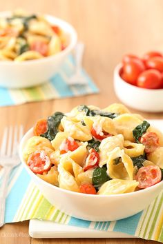 This stovetop Tomato, Spinach, and Goat Cheese Pasta is a summer mac and cheese recipe that can be ready in 30 minutes.