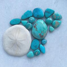 And so much beautiful turquoise.. Your custom jewellery dreams can be made a reality  #turquoise #turquoisering #turquoisejewelry #aqua #americanturquoise #ooak #ootd #gemstones #gemstonering #navajo #nature #minerals #jotd #jewellery #uniquejewelry #ocean #hippie #luxe #layers by feather_tales
