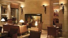 La Cheminée Hyatt Vendôme à tenter un jour... Le Park Hyatt Paris Vendôme est un luxueux établissement 5 étoiles, situé à côté de la célèbre place Vendôme de Paris, à 2 minutes à pied du Palais Garnier. Ce palace comprend un spa de 250m², 3 restaurants et une terrasse d'été. Les chambres du Park Hyatt Paris Vendôme sont décorées dans un style élégant et comportent des baies vitrées offrant des vues sur la cour ou la rue.