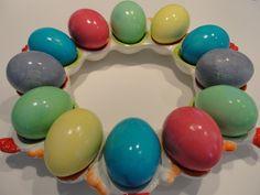 Πέρσυ τέτοιες ημέρες είχαμε ανεβάσει ένα άρθρο για το ασφαλές βάψιμο αυγών με παιδιά! Φέτος που το πιτσιρίκι του Ftiaxto.gr κλείνει τα 2 αποφασίσαμε να το δοκιμάσουμε κι εμείς. Μιλάμε για βάψιμο αυ… Easter Eggs, Easter Food, Easter Recipes, Food And Drink, Baking, Projects, Fun, Ideas, Bread Making