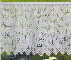 kort gordijntje met patroon with pattern