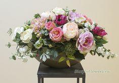 Интерьерная композиция из искусственных цветов