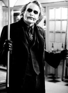 """""""Te aseguro que cuando haya dificultades todas esas personas civilizadas se comerán así mismas. No soy un monstruo. Sólo sé quienes son."""""""