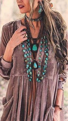 Amazing Boho Chic Style Outfit Ideas To Inspire You Bohochic ; fantastische outfit-ideen im boho-chic-stil, die sie zu bohochic inspirieren fashion - fashion Portfolio - fashion Collage Boho Hippie, Look Hippie Chic, Hippy Chic, Look Boho, Bohemian Mode, Boho Gypsy, Modern Hippie Style, Hippie Hair, Fashion Group