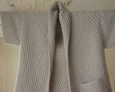 the brown stitch top down knitting pattern concetta cardigan - PIPicStats Knitting Stitches, Knitting Yarn, Free Knitting, Baby Knitting, Knitting Machine, Mode Top, Couture Sewing, Knit Jacket, Beautiful Crochet