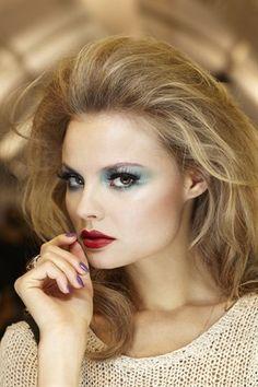 Sheer blue eyeshadow and red lips look elegant.