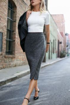 10 Bleistiftrock-Arbeitsoutfits, die Ihnen ein stilvolles, professionelles Ausse…, … 10 pencil skirt work outfits that will give you a stylish, professional … SkirtWork Outfits Pencil Skirt Work, Knit Pencil Skirt, Black Pencil Skirts, Knit Skirt, Pencil Skirt Tutorial, White Pencil, Work Skirts, Fall Skirts, Midi Skirts