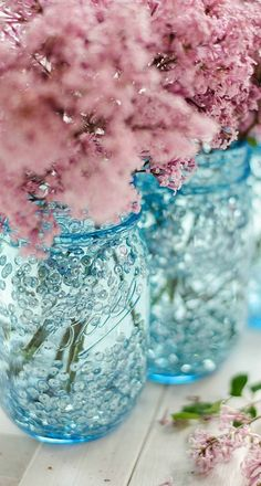 Dusky pink flowers in blue vases