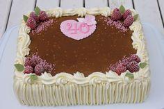 Kinuski-vadelmatäytekakku Square Cakes, Creative Cakes, Pie Recipes, No Bake Cake, Cake Decorating, Deserts, Food And Drink, Banana, Fruit