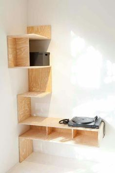 Should of had reub do something like this for me instead of buying the desk thats so inefficient