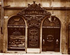 La farmacia fondata da Henry Roberts, chimico farmacista inglese inventore del borotalco, nel 1843. Firenze, via Tornabuoni 17.  http://www.thebeautypost.it/2013/07/18/credi-alla-polvere-e-borotalco/