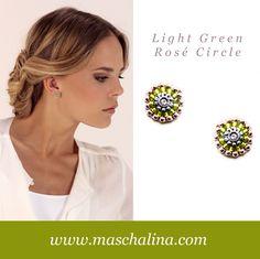 """""""In frischem Grün abgerundet mit Rosé wurde das beliebte Circe Design Teil der Kollektion. Ein Basic Ohrring für sommerliche Akzente. GREEN ROSÉ CIRCLE"""""""