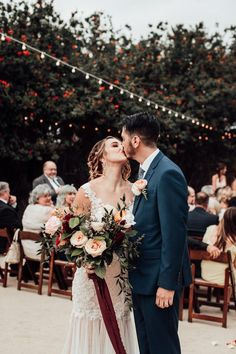 Fall outdoor wedding inspiration | Image by Victoria Gold Photography #fallwedding #bridalbouquet #weddingdress #couplephotography #bridalfashion #couple #cutecouple #groom #bride #groomstyle
