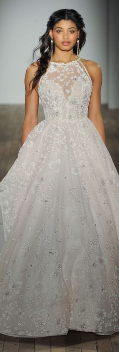 Belle en Blanc Lausanne   Hayley Paige Wedding Dress Collection Fall 2017 - maybe without the collar