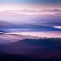 Breathtaking Photos of Morning Light Filtering Through The Mountaintops | Jeannie Huang