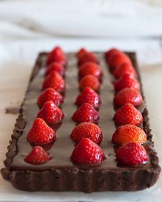 Fresh Kitchen: Chocolate and Strawberry Pie