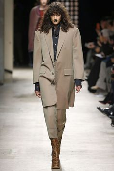 Vivienne Westwood, A-H 16/17 - L'officiel de la mode
