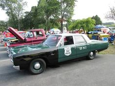 NYPD Plymouth Fury dig that green/black & white colour scheme!