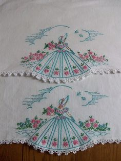 BEAUTIFUL PAIR OF VINTAGE PILLOWCASES ~ HAND EMBROIDERED ~ SOUTHERN BELLE