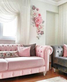 Sıcak renkler ve çiçek desenlerle, Gülşah hanımın tatlı evi. Decor, Shabby Chic Living Room, Pink Living Room, Room Design, Living Room Decor Apartment, Apartment Decor, Warm Home Decor, Drawing Room Furniture, Girls Room Decor