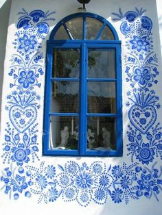 ♧blissfully blue and white hand painted design♧ ~ Woman Painting, House Painting, Street Artists, Windows And Doors, Decoration, Surface Design, Painted Furniture, Furniture Vintage, Home Decor Ideas