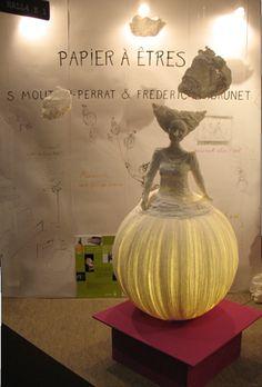 Papier à ètres: Paper lamp sculpture