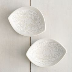 A hand-sculpted porcelain dish with carved graphic eye motifs perfect for displaying your favorite treasures. Best for use as a catch-all or with dry foods if used with dinnerware. *Please note: each