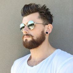 hipster-bart-stil-kurz-vollbart-brille-haar-abstehend-spitzen-definiert-ohrring