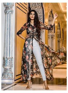 Indian Fashion Dresses, Indian Gowns Dresses, Dress Indian Style, Girls Fashion Clothes, Indian Designer Outfits, Fashion Outfits, Latest Fashion Dresses, Clothes Women, Womens Fashion