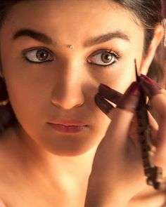 15 WTF Things People Say When You Don't Wear Kajal For A Day
