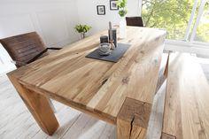A vastag, tömör lábakon nyugvó tölgy asztal a maga természetese egyszerűségével remekül mutat egy konyhában vagy étkezőben. Időtálló stílus és tartósság jellemzi a tölgyfa bútorokat.