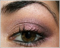 MAC Cosmetics - sunnydaze pigement on lid, arena eyeshadow inner lid, cranberry eyeshadow on middle of lid, limo eyeshadow on outer lid and crease, shroom eyeshadow on brow, cranberry eyeshadow on lower lash.