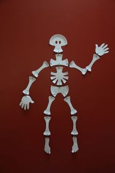 Paper Plate Skeleton: 4 Steps (with Pictures)