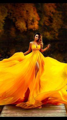 💛 Fine Art 📸 Photographie aux nuances de jaune no 7 📸 Fantasy Photography, Creative Photography, Portrait Photography, Fashion Photography, Shotting Photo, Poses Photo, Flowing Dresses, Fantasy Dress, Yellow Dress