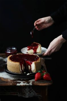 Cheesecake with fruit sauce Cheesecake Cake, Cheesecake Recipes, Cupcake Recipes, Cupcake Cakes, Dessert Recipes, Desserts, Sweet Cakes, Something Sweet, A Table