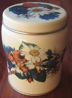 :) Vintage Tins, Decorative Boxes, Old Things, Jar, Canning, Retro, Home Decor, Products, Homemade Home Decor