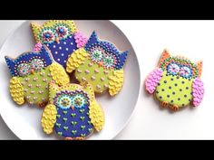 My video tutorials will teach you how to use royal icing to make beautifully decorated cookies. My cookie and royal icing recipe are available. Owl Cookie Cutter, Cookie Crisp, Cookie Pops, Biscuits, Owl Cookies, Butterfly Cookies, Sugar Cookies, Icing Colors, Cookie Tutorials